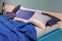Hojas de cama de Pantone en la exhibición en HOMI, demostración internacional del hogar en Milán, Italia Imágenes de archivo libres de regalías