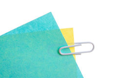 Hojas de clips de papel sujetados con grapa Imagenes de archivo