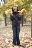 Hojas de la muchacha y del amarillo Fotografía de archivo libre de regalías