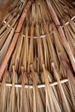 Hojas de la palmera en el material para techos de la choza del palapa del sunroof Imagen de archivo