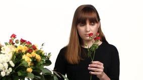 Hojas de las flores de cortes del florista blanco Cierre para arriba almacen de video