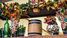 Hojas de madera del barril y de la uva Imagen de archivo
