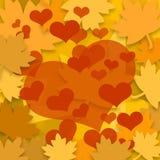 Hojas de otoño y corazones rojos Foto de archivo libre de regalías