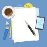 Hojas de papel en blanco en la mesa Preparación para el trabajo, las notas o los bosquejos Visión desde arriba Imagenes de archivo
