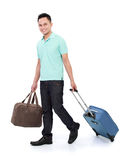 Hojas de ruta (traveler) con la maleta y el bolso Foto de archivo