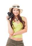 Hojas de ruta (traveler) de la mujer con una cámara fotos de archivo libres de regalías