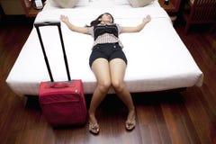 Hojas de ruta (traveler) femeninas cansadas imagenes de archivo