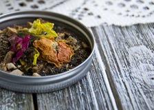 Hojas de té florales con la piña foto de archivo