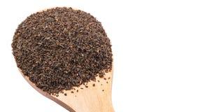 Hojas de té procesadas en la cuchara de madera II Imagen de archivo