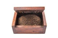Hojas de té secadas en la caja de madera IX Imagen de archivo libre de regalías