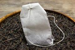 Hojas de té secas para el té negro Imagen de archivo libre de regalías