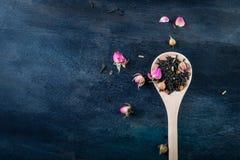 Hojas de té verdes, negras, florales, herbarias Imágenes de archivo libres de regalías