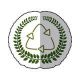 Hojas del verde de la etiqueta engomada con el reciclaje de símbolo Foto de archivo