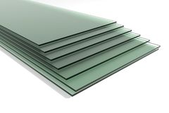 Hojas del vidrio de flotador claro moderado verde imágenes de archivo libres de regalías