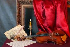 Hojas del violín y de música Imagen de archivo