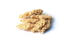 Hojas quebradizas fritas del arroz en el fondo blanco Imagen de archivo libre de regalías
