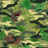 Hojas tropicales del camo militar fotos de archivo