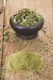 Hojas y polvo de Moringa Imagen de archivo