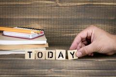 hoje Letras de madeira na mesa de escritório Fotografia de Stock Royalty Free