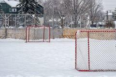 Hokejowi cele w plenerowym lodowisku obraz royalty free