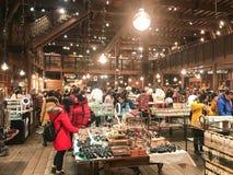HOKKAIDO JAPAN - DEC 15: 2016: Musikaskar shoppar in av Otaru Mus Royaltyfri Foto