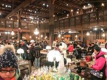 HOKKAIDO JAPAN - DEC 15: 2016: Musikaskar shoppar in av Otaru Mus Arkivbild