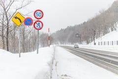 HOKKAIDO JAPAN-JAN 31 2016: Sikten av snöberget i Hokk Fotografering för Bildbyråer