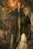 Hol 'Bilsteinhohlen 'met stalagmieten en stalactieten dichtbij Warstein in Sauerland, Duitsland stock foto's