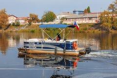 Hol-Ka, kleine Fähre auf die Moldau-Fluss in Prag stockfoto
