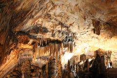 Hol met stalactieten en stalagmieten in Kroatië royalty-vrije stock afbeeldingen