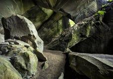 Hol Molera, rotshol dichtbij aan Malnate en Cagno, Varese, Italië Royalty-vrije Stock Foto's