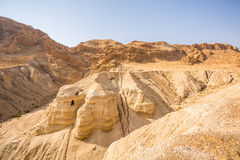 Hol in Qumran, waar de dode overzeese rollen werden gevonden Royalty-vrije Stock Fotografie