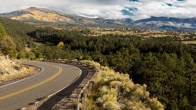 Hola camino a Taos, New México - camino apartado escénico nacional, Truchas, Ne imagenes de archivo