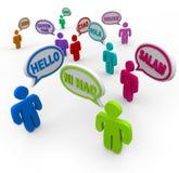 Hola en diversas idiomas internacionales que saludan a gente Imagen de archivo libre de regalías