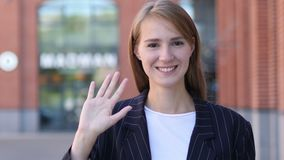 Hola muestra de la mujer de negocios joven almacen de metraje de vídeo