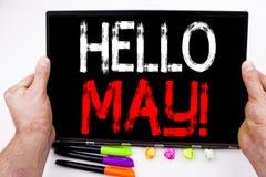Hola pueda Texto de la primavera escrito en la tableta, ordenador en la oficina con el marcador, pluma, efectos de escritorio Con Imagen de archivo libre de regalías