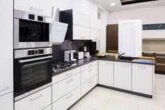 Hola-tek cocina moderna, diseño interior limpio Fotografía de archivo libre de regalías