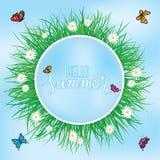 Hola verano, vuelo de la mariposa sobre la hierba con las flores, primavera Imagen de archivo