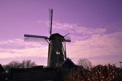 Holandés Ol de la granja de Holland Beautiful Sky Clouds Mill del molino de viento imagenes de archivo