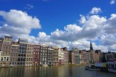 Holanda, Amsterdam, opiniones de la ciudad, canales de la navegación y monumentos imagen de archivo libre de regalías