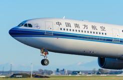 Holandia, holandie/Samolotowy China Southern Airlines B-5965 Aerobus A330-300 bierzemy daleko przy Schiphol - Styczeń 17-01-2016  Zdjęcie Stock