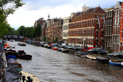 Holandia kanały w Amsterdam i architekturze Obrazy Royalty Free