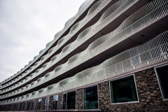 HOLANDIE AMSTERDAM, PAŹDZIERNIK, - 25, 2015: Nowożytna miasto architektura Amsterdam, Holandia - Obrazy Stock