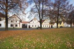 Holasovice gammal historisk by med lantliga hus, UNESCO Fotografering för Bildbyråer