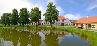 Holasovice i Tjeckien - by på UNESCOarvlista fotografering för bildbyråer