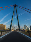 The Holbeinsteg bridge with the skyline of Frankfurt, Germany Stock Photography