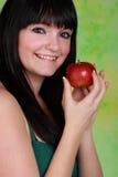 Holdign della ragazza una mela Fotografia Stock Libera da Diritti