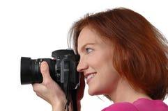 Holdin de la mujer una cámara Fotos de archivo libres de regalías