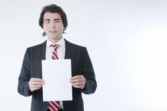 Holdind do homem de negócios um anúncio vazio Fotos de Stock
