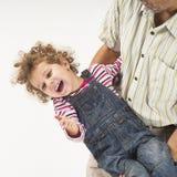 Holding del padre e giocare con la figlia Fotografia Stock